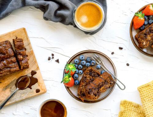 Rețetă afine – Toast cu unt de arahide și dulceață de afine